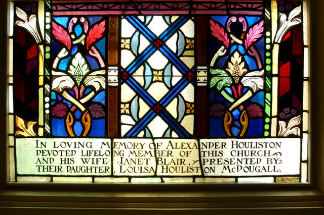 Stained glass window inscription at St-Andrew's United Church (presbyterian)in Trois- Rivières, Québec, Canada
